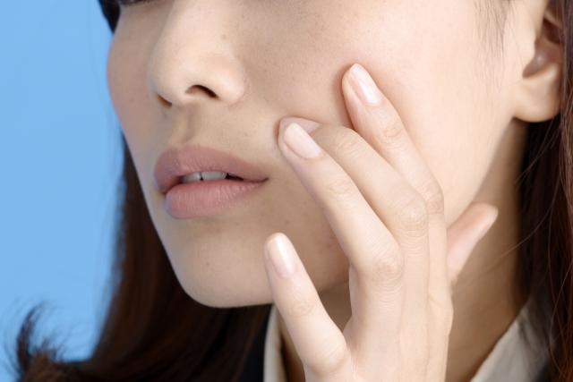 ニキビが出来る原因の多くは皮脂が引き起こす