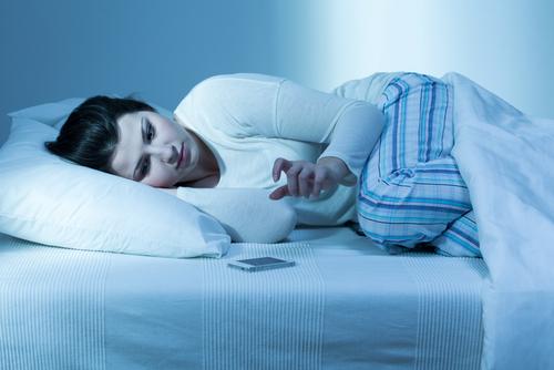 寝る前にはスマホやPCやテレビなどは見ない