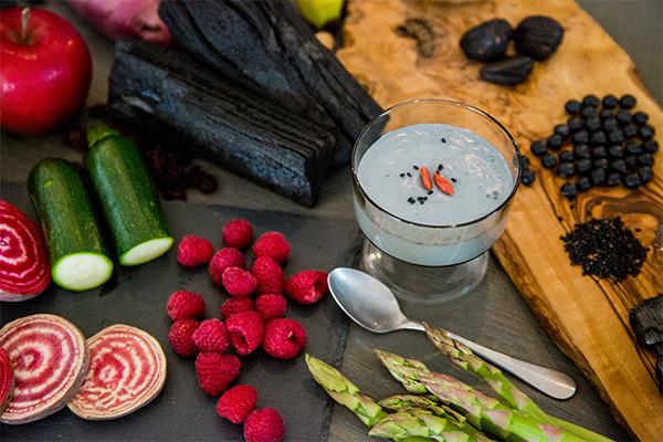 黒汁(KUROJIRU)氷水にも溶ける