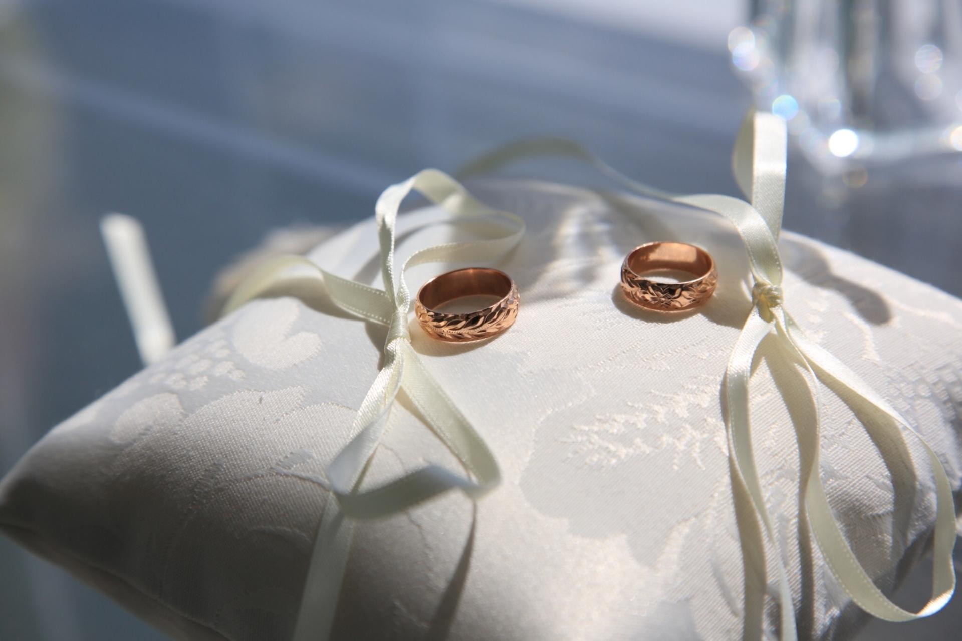 結婚指輪・バングルが人気!ハワイアンスピリットと永遠の愛が詰まったハワイアンジュエリーの魅力